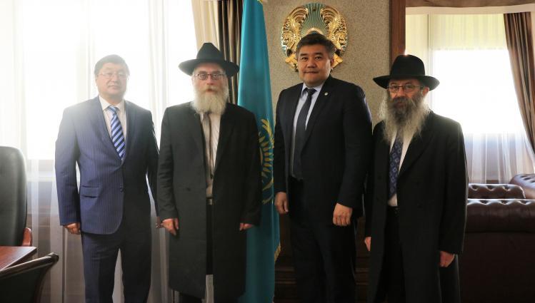 Министр общественного развития РК встретился с Главным раввином Казахстана