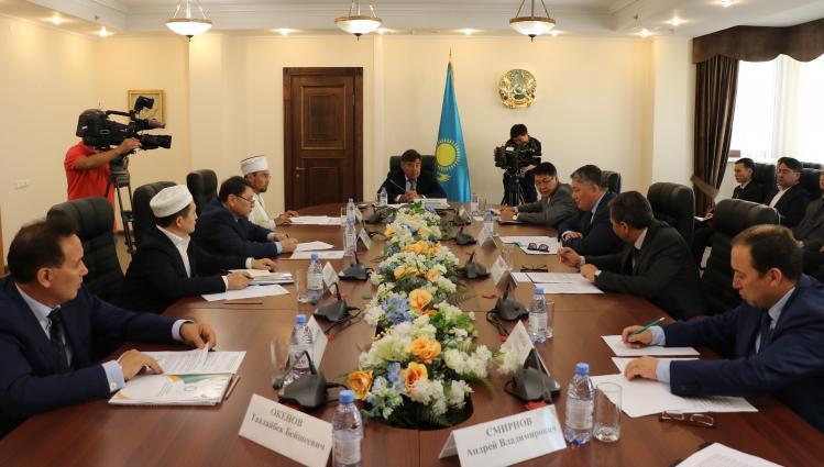 Дархан Калетаев провел совещание по вопросам организации хаджа
